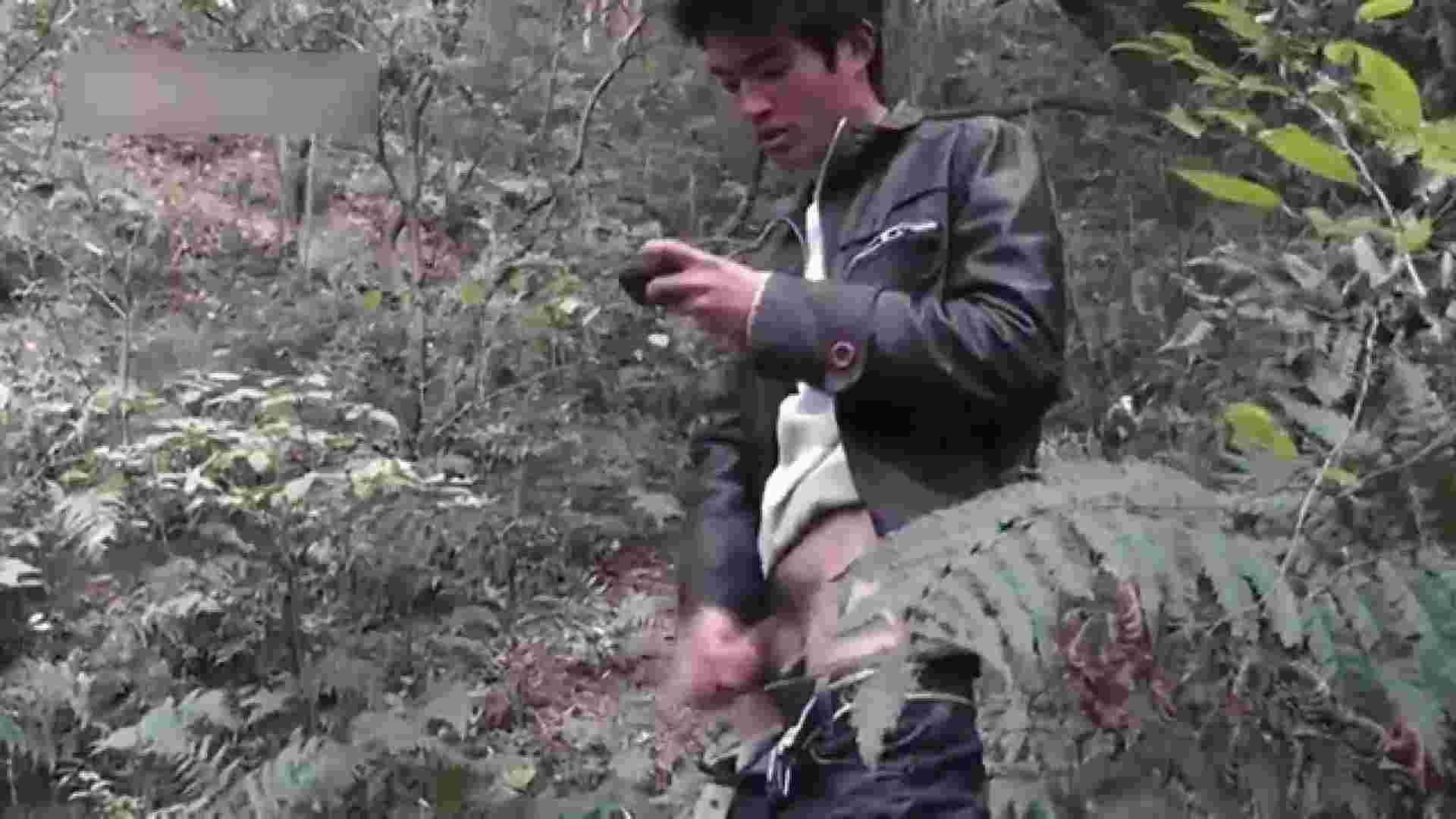 ゲイ 肉棒 動画|草原の中のオナニー|野外露出